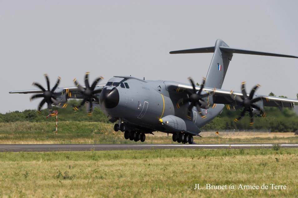 A400M crashed near Seville. Four people died.