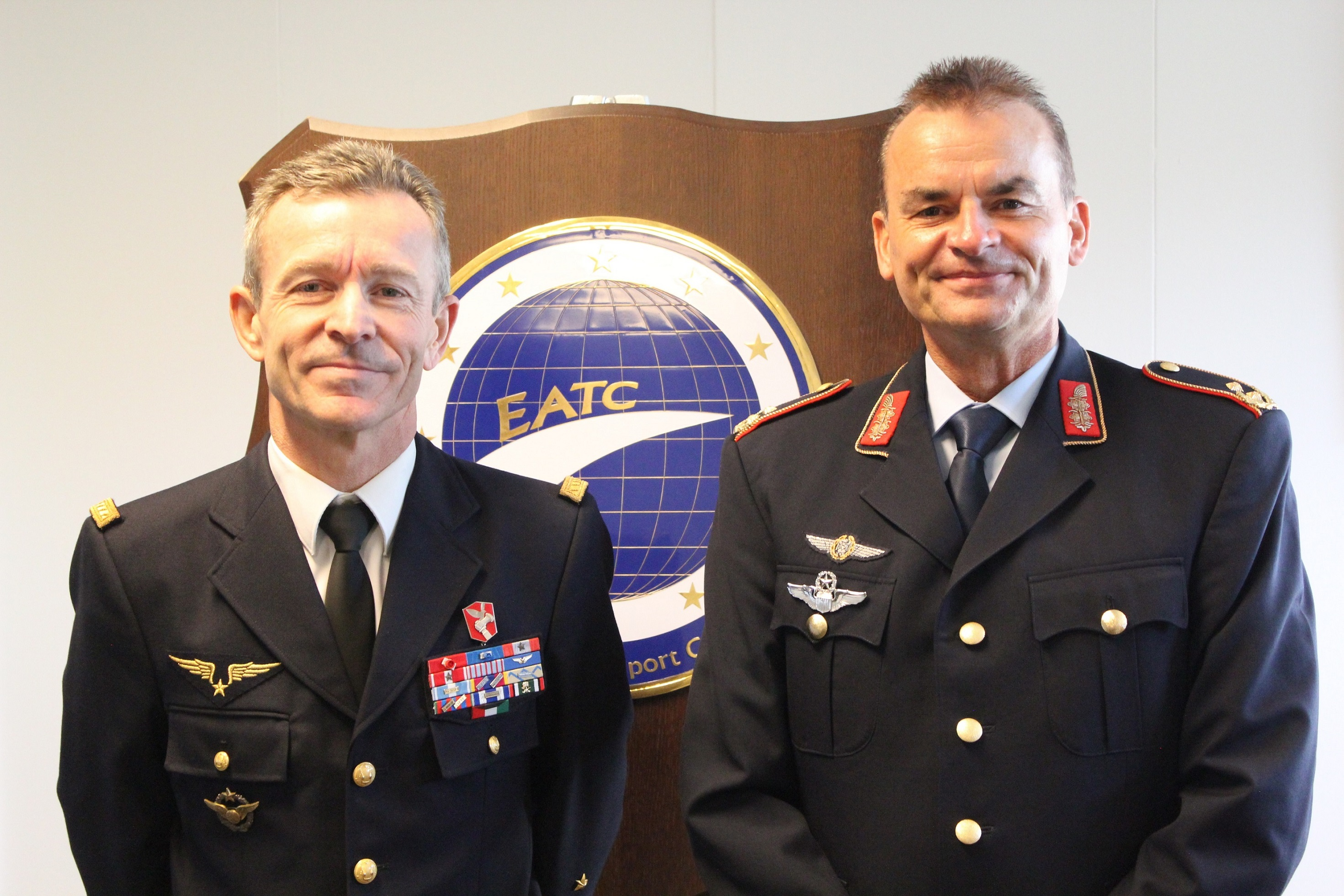 "FRENCH COMMANDER ""STRATEGIC AIR FORCE COMMAND"" VISITS EATC"