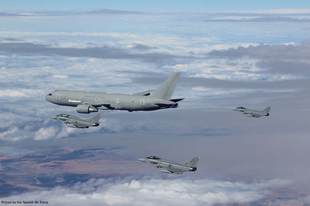 Spanish Eurofighters get air-to-air refuelled by Italian Tankers over the Atlantic Ocean