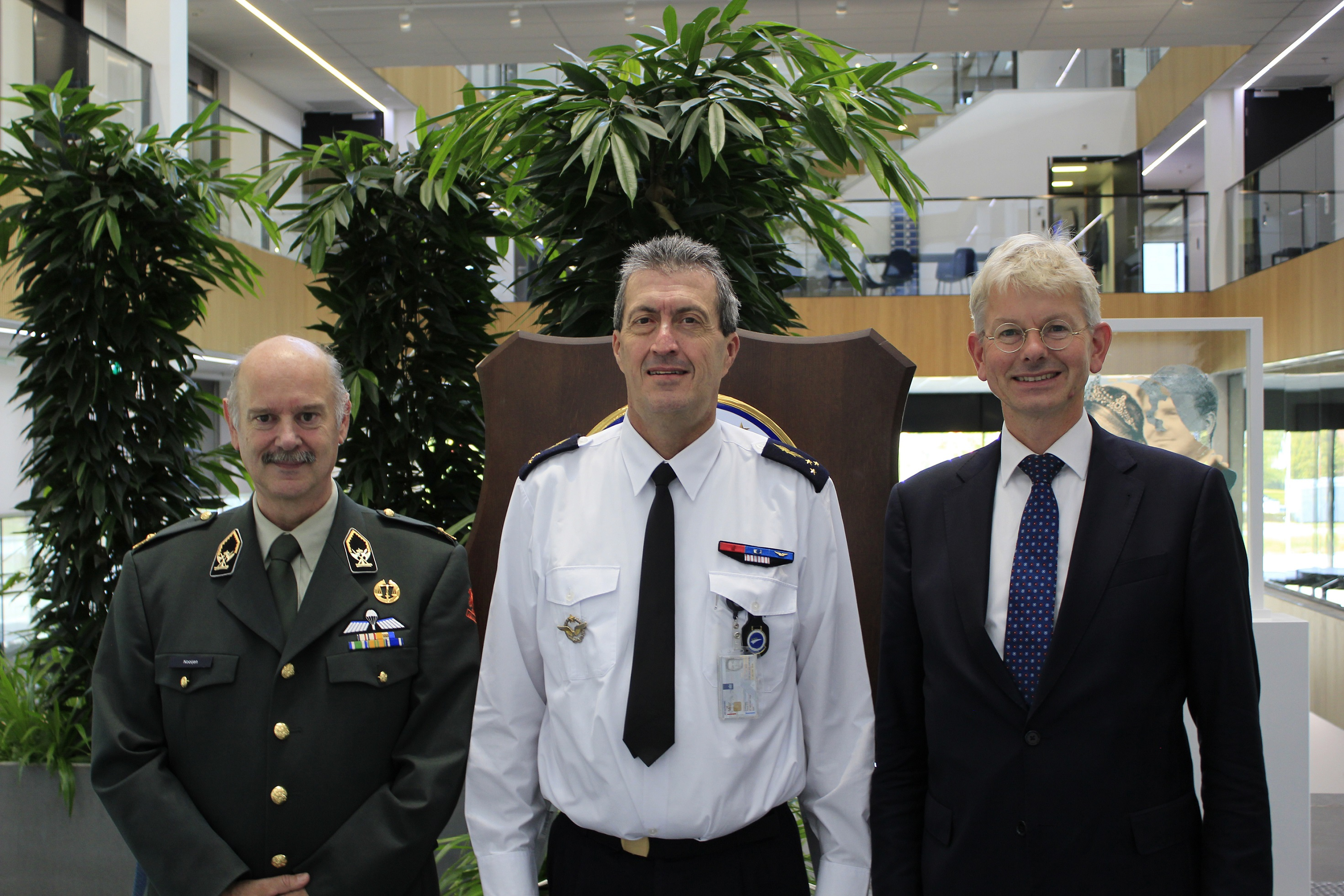 Mr Versluijs and Brigadier General Nooijen meets the Commander EATC