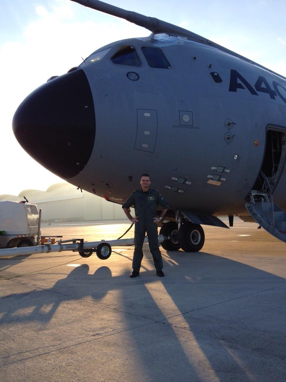 The Commander of the EATC in front of an A400M at Airbus D&S facility, Sevilla