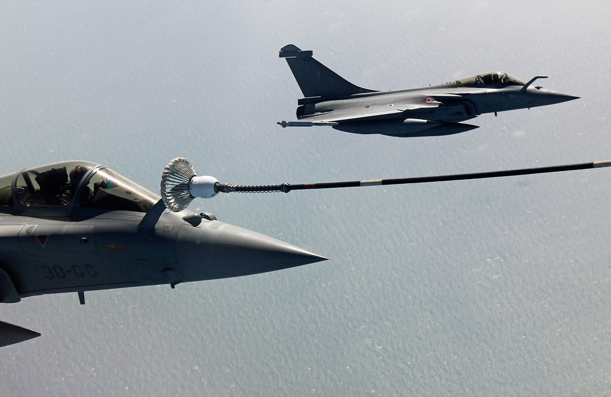 Aim high at air-to-air refuelling training