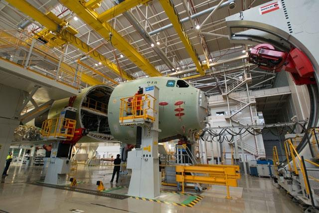 Commander EATC visits Airbus Defence and Space in Sevilla