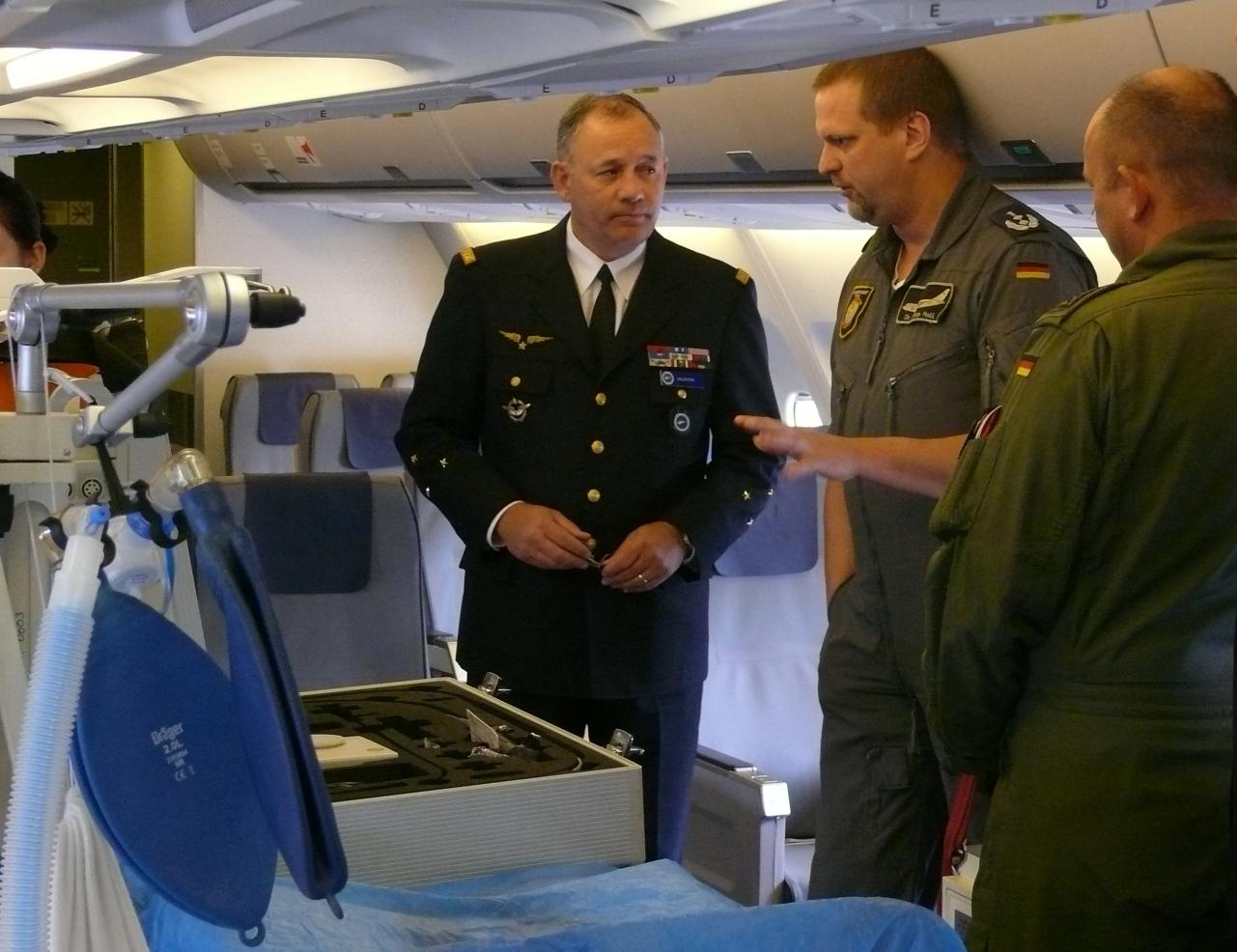 Inside the MRTT with AE-kit (General Valentin left)